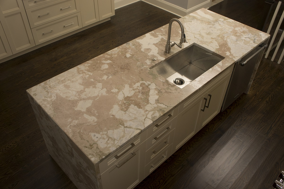 La Dolce Vita Quartzite with an Eased Edge