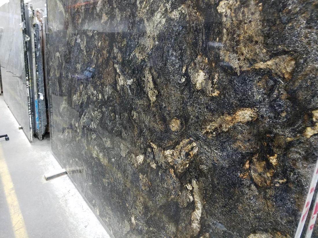 granite-galassia-gold-slab